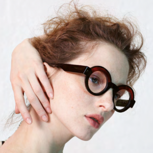 Anne et Valentin round frames worn by female